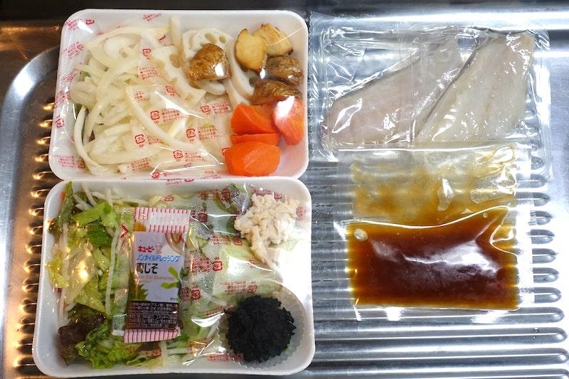 コープデリのタラの中華野菜あんかけと蒸し鶏とわかめのサラダの食材セット