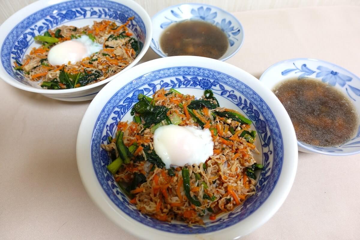 そぼろと野菜のビビンバと海苔と豆腐の韓国風スープ完成