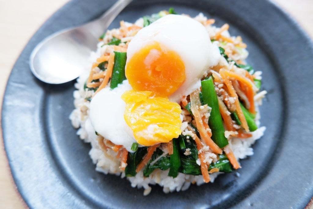 そぼろと野菜のビビンバと海苔と豆腐の韓国風スープ