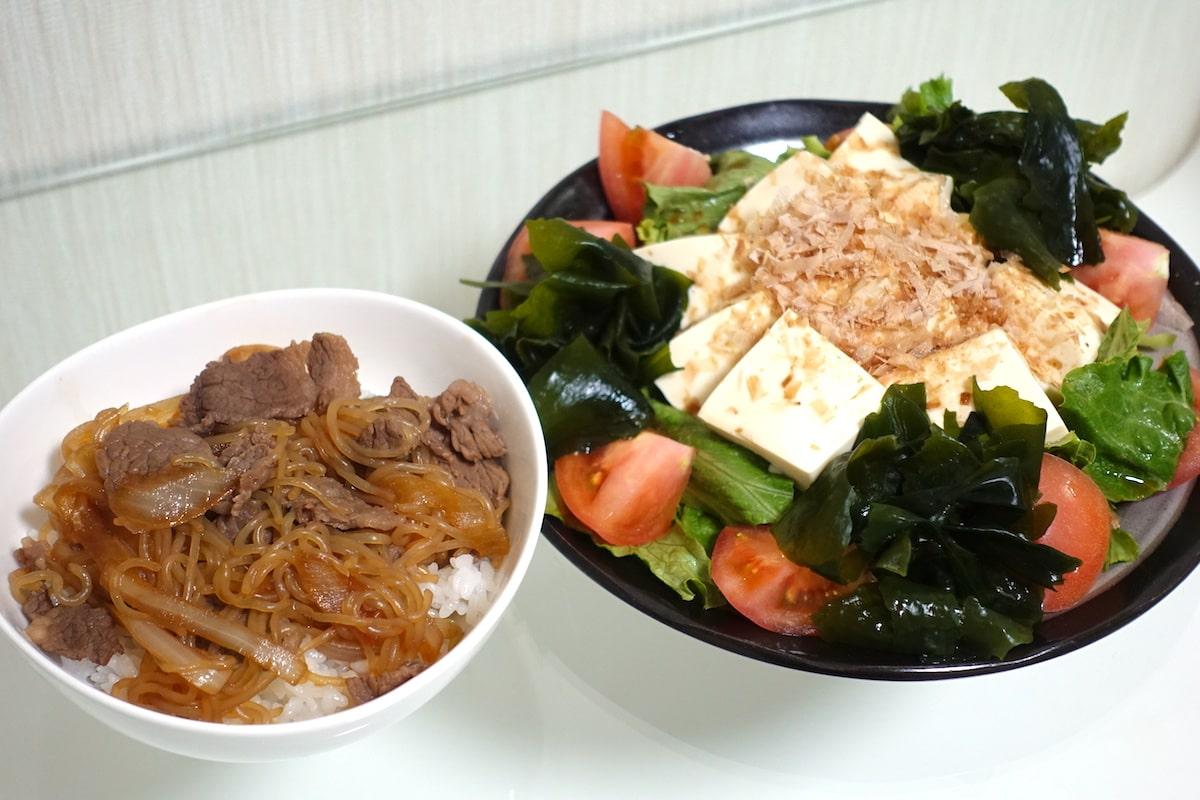 ヨシケイ牛丼とくずし豆腐のおかかポン酢